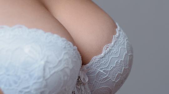 Підтяжка грудей (мастопексія)